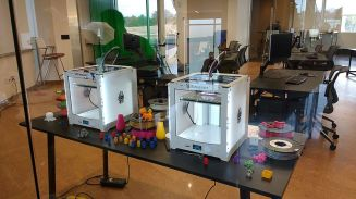 3D_printing_demonstration_at_Libbie_Mill_Library wikimedia commons